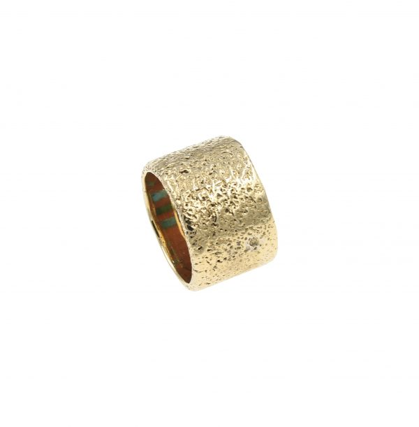 14k gold ring with stone inlay
